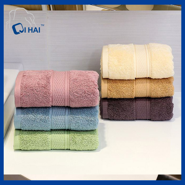 100% Cotton Cream Colour Hotel Towel (QHH5598)