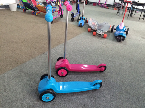 3 Wheel Scooter with Hot Selling (YV-026)