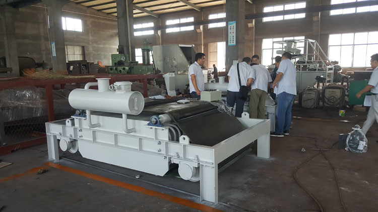 2018 ISO/Ce Certificate Electromagnetic Overbelt Separator for Fe Ore/Iron/Magnetic Materials Removing (RCDF-8F)