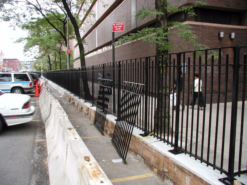 Low Price Quality Ornamental Fence for Garden, Deck and Security