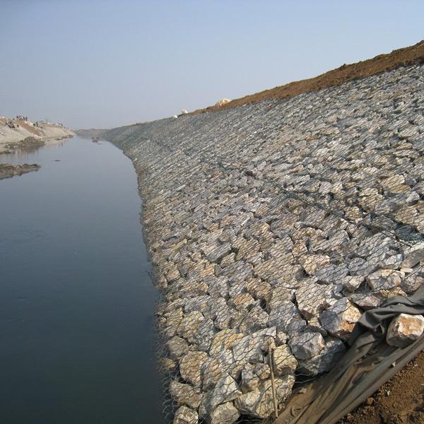 Rock Rilled Gabion Cage Retaining Wall