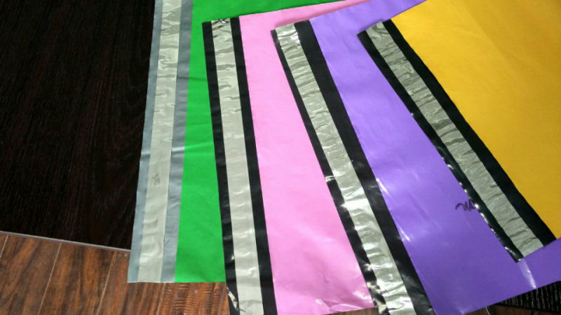 Plastic Color Postal Packing Bag with Sliver Adhesive Seal