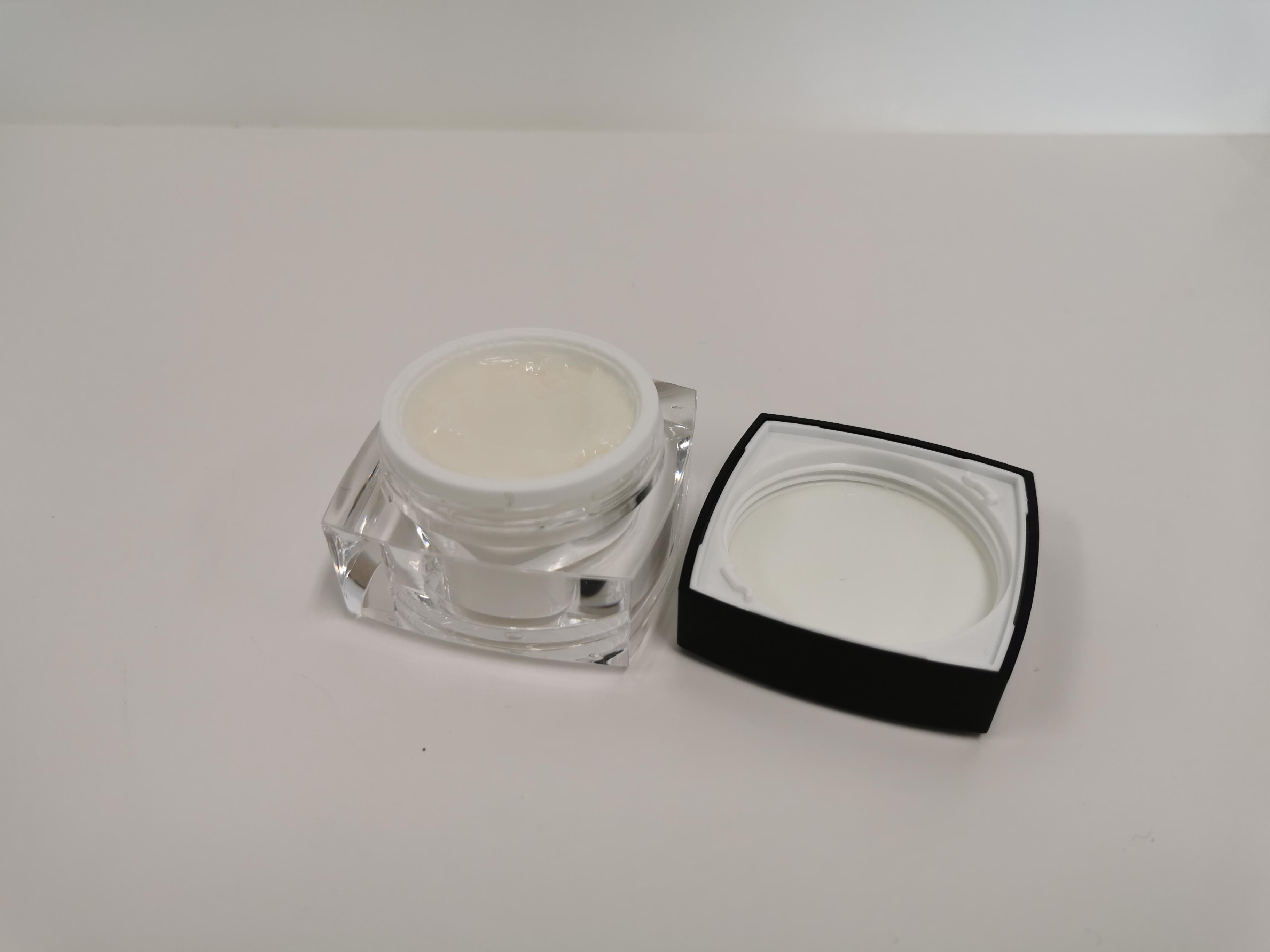 tight repair eye essence