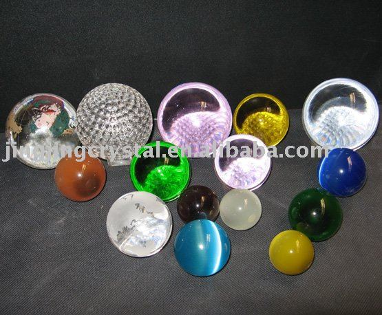 Crytsal Balls of Various Colors for Holiday Gifts and Decoration in 2015