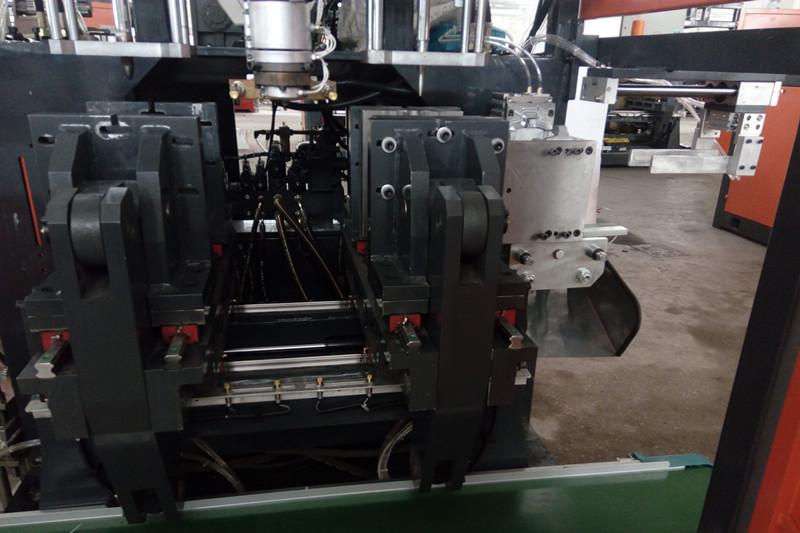 1L Automatic Deflashing Device Oil Pump Plastic Extruder Blow Molding Machine