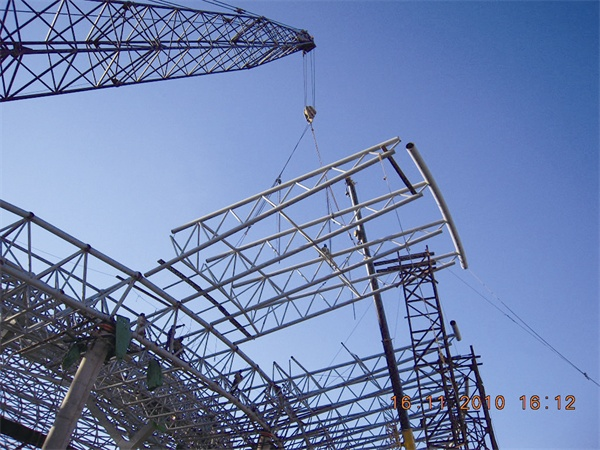 Professional Design Prefabricated Curved Steel Truss Roofing
