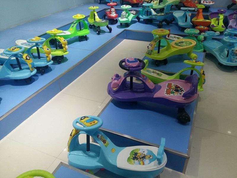 Cheap High Quality Lovely Plastic Baby Walker Orange Baby Twist Car