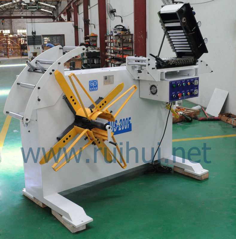 Uncoiler with Straightener Using in Automobile Mould