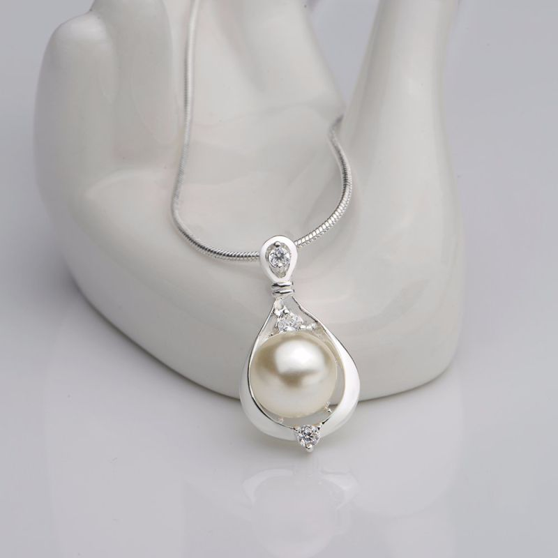 Fashion Natural Pearl Inset Zircon Drop Shape Pendant Necklace Charm Pearl Necklace for Women