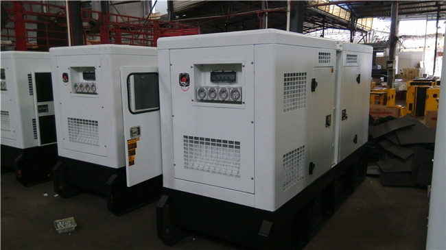 Soundproof/Open Cummins Engine 4BTA3.9-G2 Diesel Generator with Warranty
