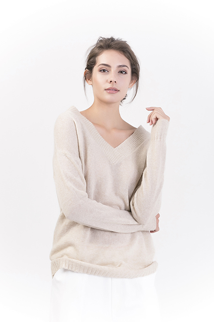 Women's V Neck Pullovers