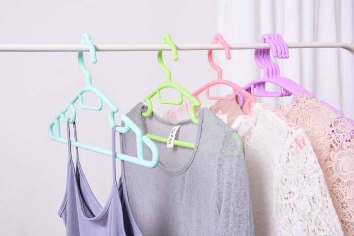 All-Purpose Tubular Plastic Clothes Hanger for Skirt Underwear