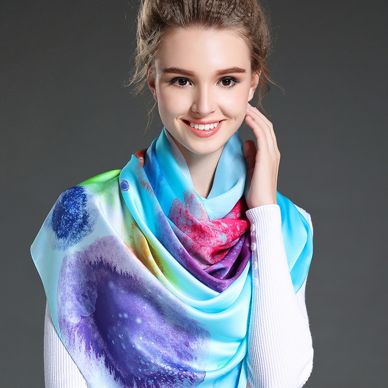 The Woman Dyed Long Scarf in Winter