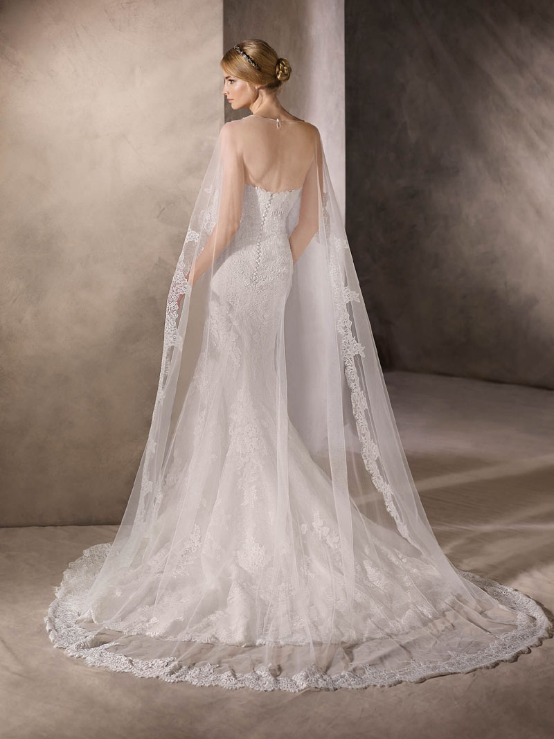 Beautiful Mermaid Wedding Dress with a Sweetheart Neckline in Marvellous Embroidered Tulle