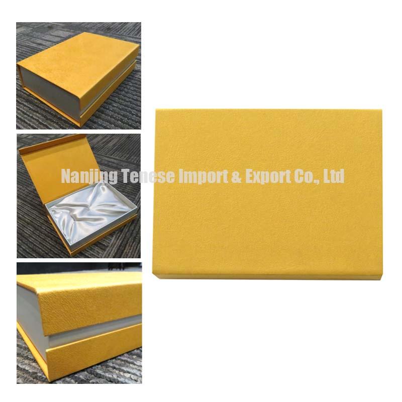 Plain Golden Magnetic Closure Cardboard Gift Box