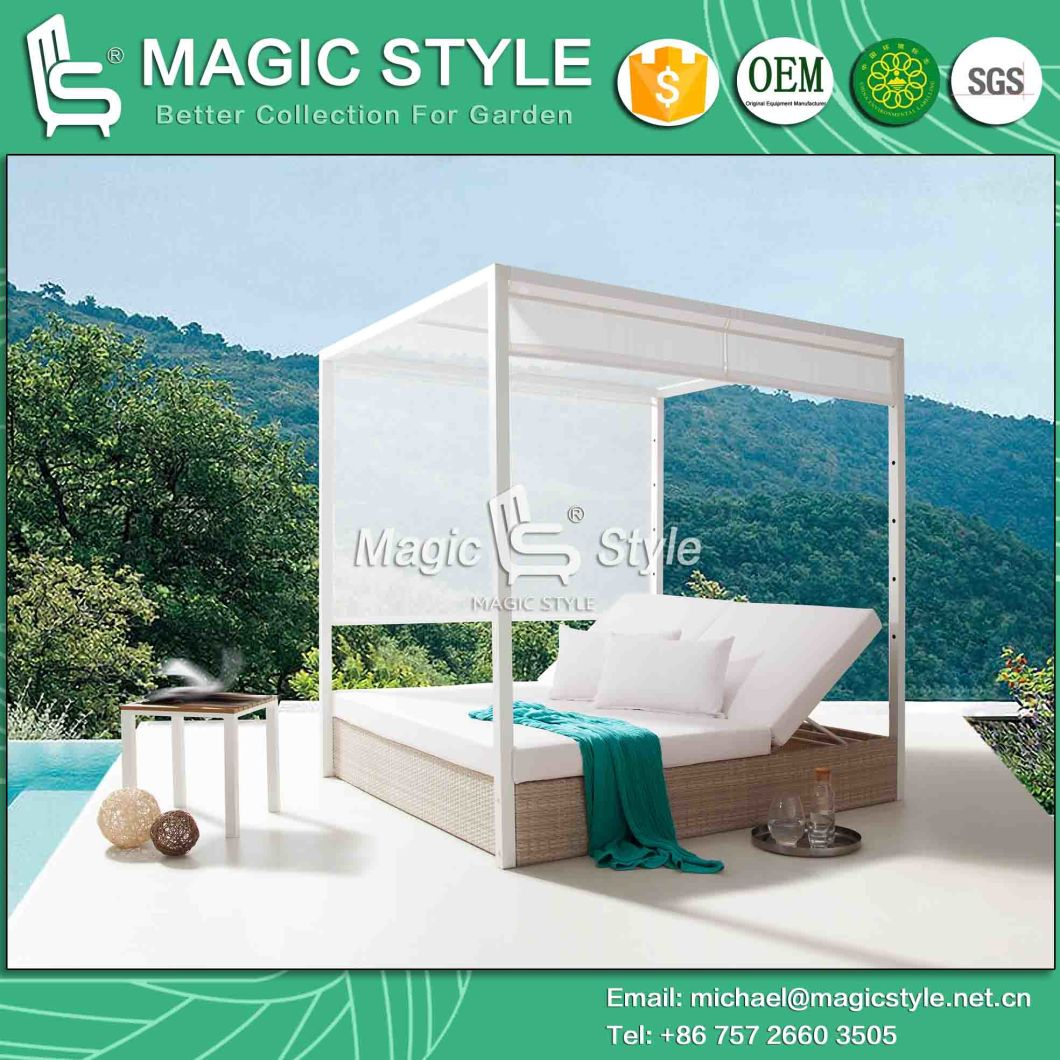 Hotel Wicker Sunbed with Cushion Outdoor Daybed with Pillows Garden Sun Bed Rattan Wicker Daybed Leisure Wicker Double-Bed Patio Furniture