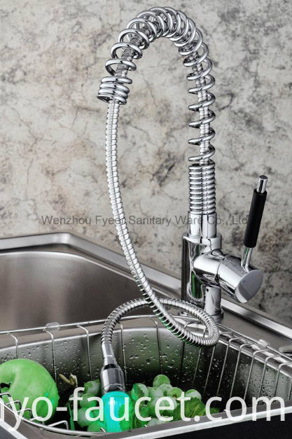 Pull-out Spray Self-Power LED Brass Kitchen Sink Faucet (QH0781F)