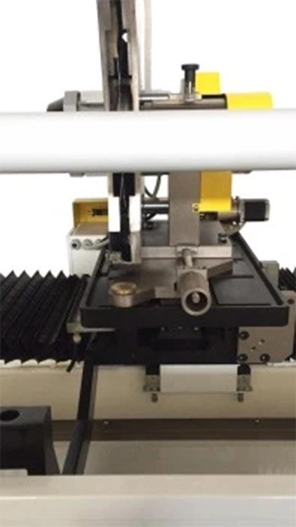 Round knife roll cutting machine