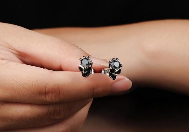 New Fashion European and American Big Skull Earrings Luxury White/Black Austria Crystal Titanium Steel Brinco Wholesale