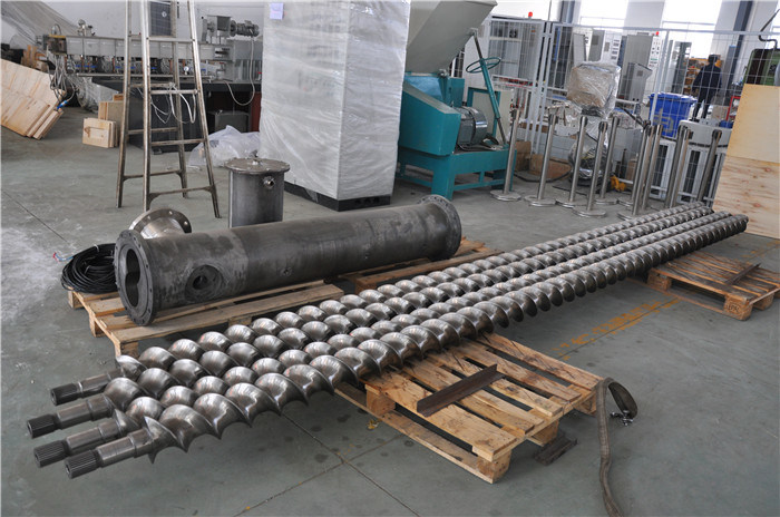 Corrosion Resistant Screw and Bimetallic Barrel for Twin Screw Extruder