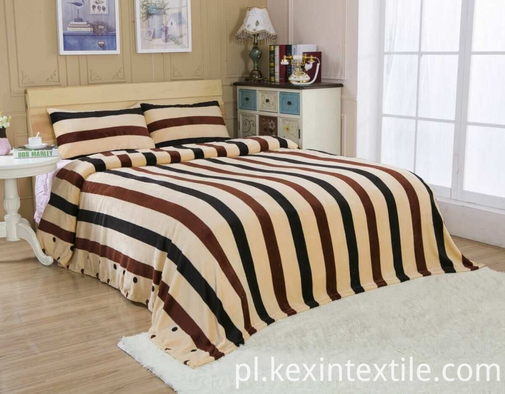 Newest super soft strip design flannel blanket wholesale
