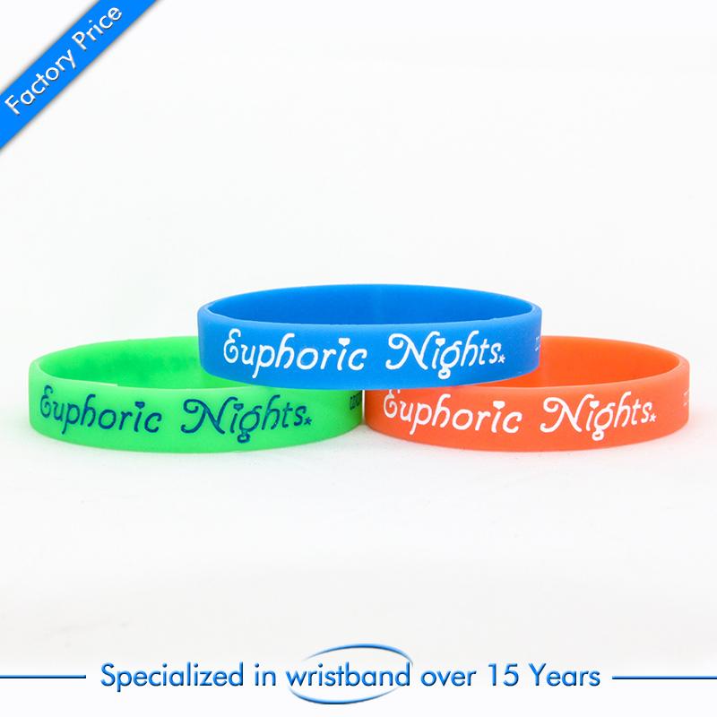 China Wholesale Cheap Silicone Bracelet or Wristband with Customized Logo