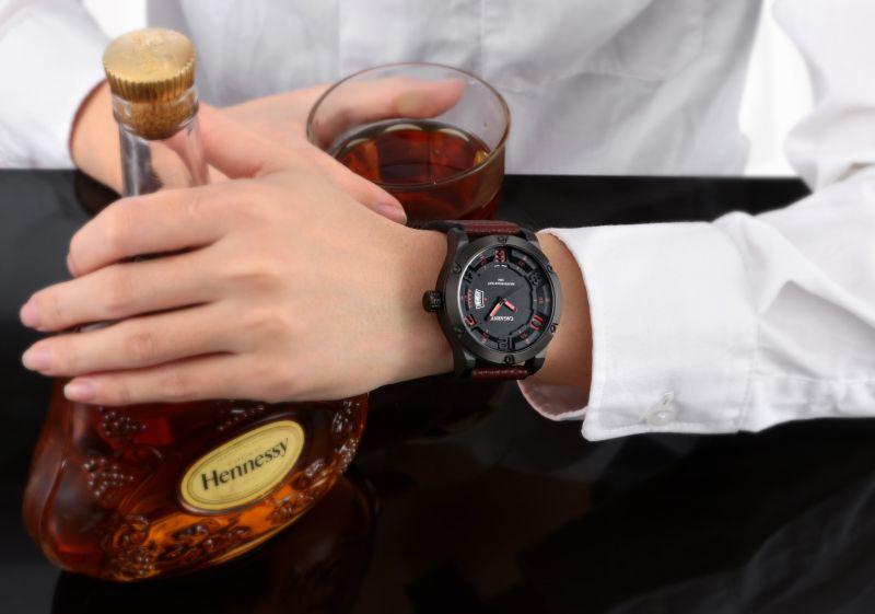 6858 Wristwatch Fashion Bezel with 8screws Big Dial Leather Strap Ss Buckle