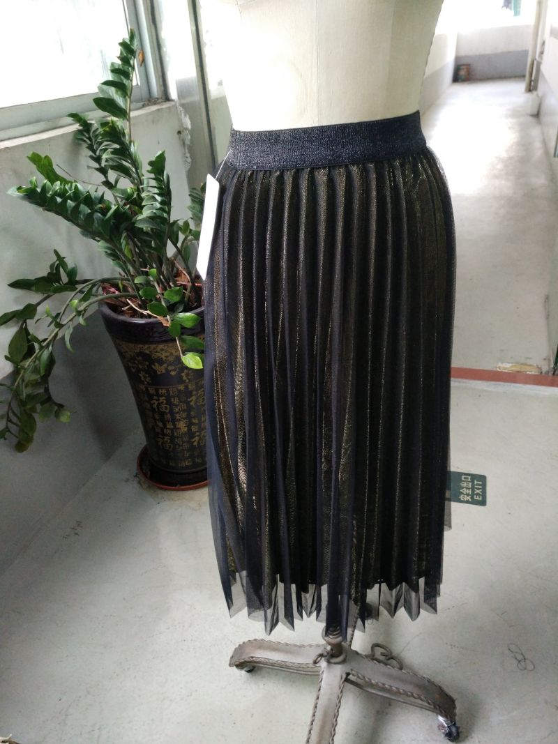 Lady's Metallic Color Pleated Breathable Skirt