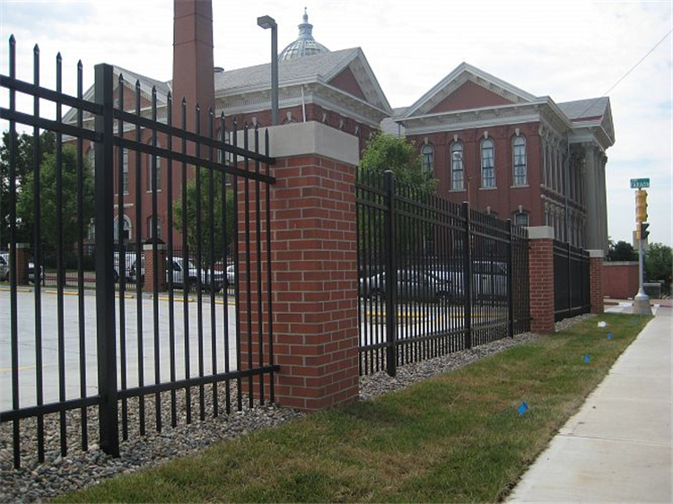 Black Powder Coated Design for Ornamental Steel Fence and Gates