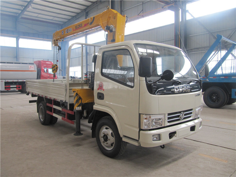 Dongfeng 2ton 3.2ton 4X2 Truck with Crane