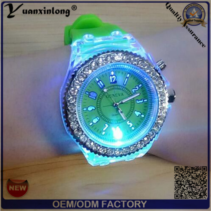 Yxl-703 2015 New Fashion Geneva Silicone Diamond Wristwatch Colorful Lights LED Luminous Quartz Watches