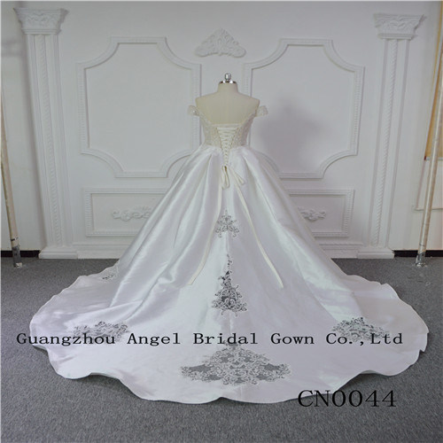 Unique and Perfect Wedding Gown