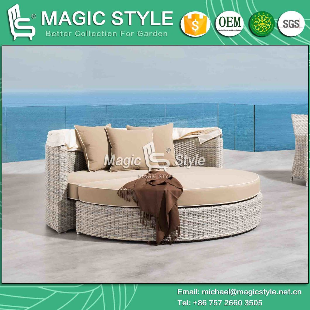 Rattan Wicker Daybed with Sunproof Cushion Outdoor Wicker Sunbed Patio Daybed with Umbrella