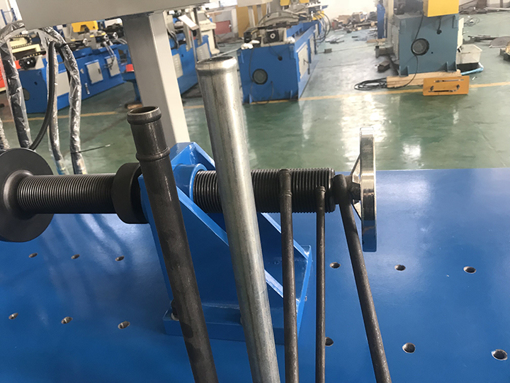 4 Stations PLC Control Pipe End Forming Machine