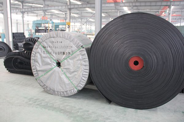 ISO9001 Chevron Pattern Conveyor Belt 5mm High Chevron Conveyor Belt