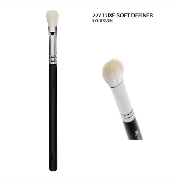 Oval-Shaped Soft Definer Vegan Eye Brush (E227V)