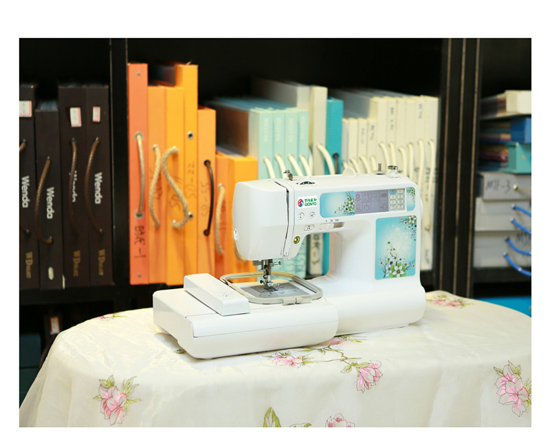 Portable Household Embroidery and Sewing Machine with All Patterns of Designs Wy900/950/960