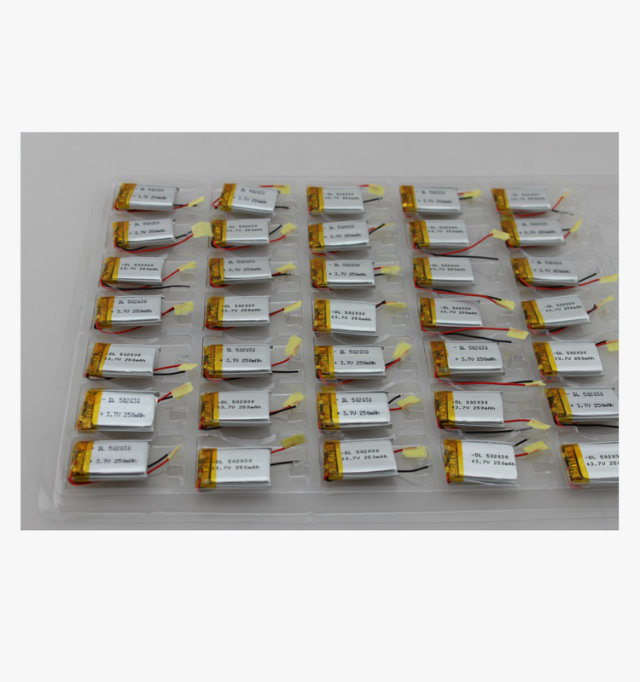 China Factory Rechargeable 852025 3.7V 400mAh Li-ion Polymer Battery