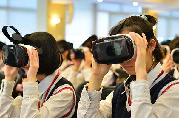VR charging cabinet helps China VR education, let VR glasses take you to the classroom!