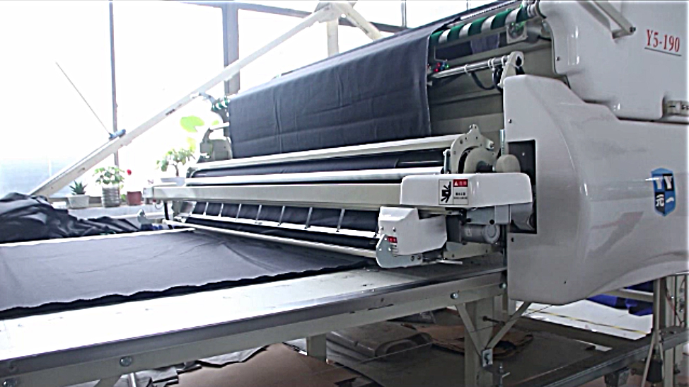 Automatic cloth pulling  machine