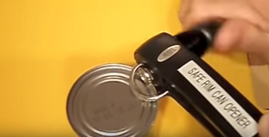 Opening Can with Safe Rim Can Opener