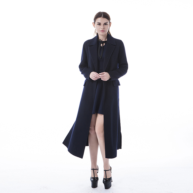 Fashion cashmere overcoat in autumn and winter