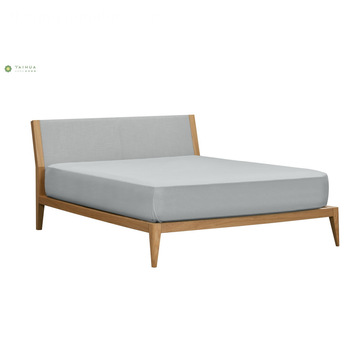 Banayad na Walnut Wood Double Bed na may Grey na Headboard
