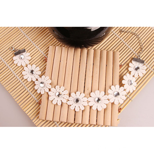 Fashionable Trendy Lace Rhinestones Daisy Anklet For Bridal