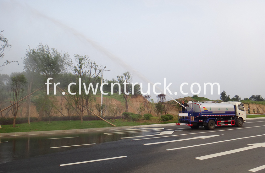 foton water truck price at work 4