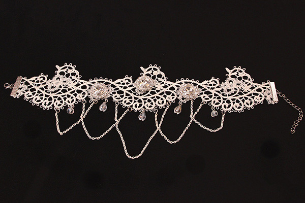 White lace Necklet