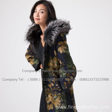 Lady Mink Fur Overcoat In Winter