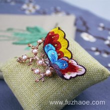 OEM/ODM Factory for Hand Embroidery Crafts Chinese hand-embroidered butterfly-shaped brooch gift supply to Denmark Manufacturer