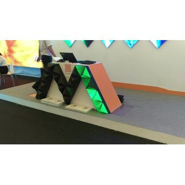 Modulo display LED a triangolo creativo
