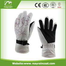 The Warmest Ski Gloves Use In Ultralow Temperature